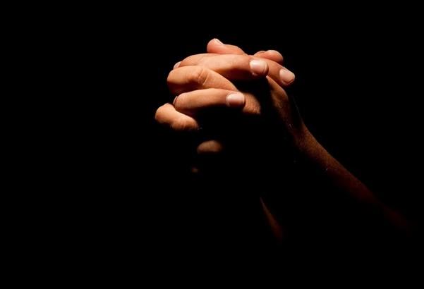 orac - Homem tenta assaltar fiéis em monte e morre após oração de pastor
