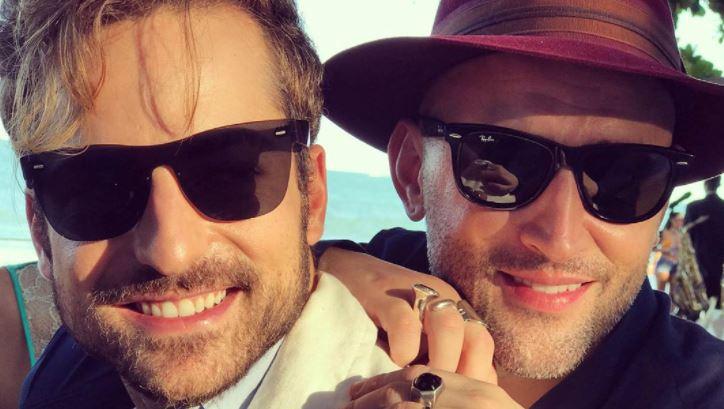 pg - Um mês após morte de Paulo Gustavo, Thales Bretas posta vídeo beijando ator