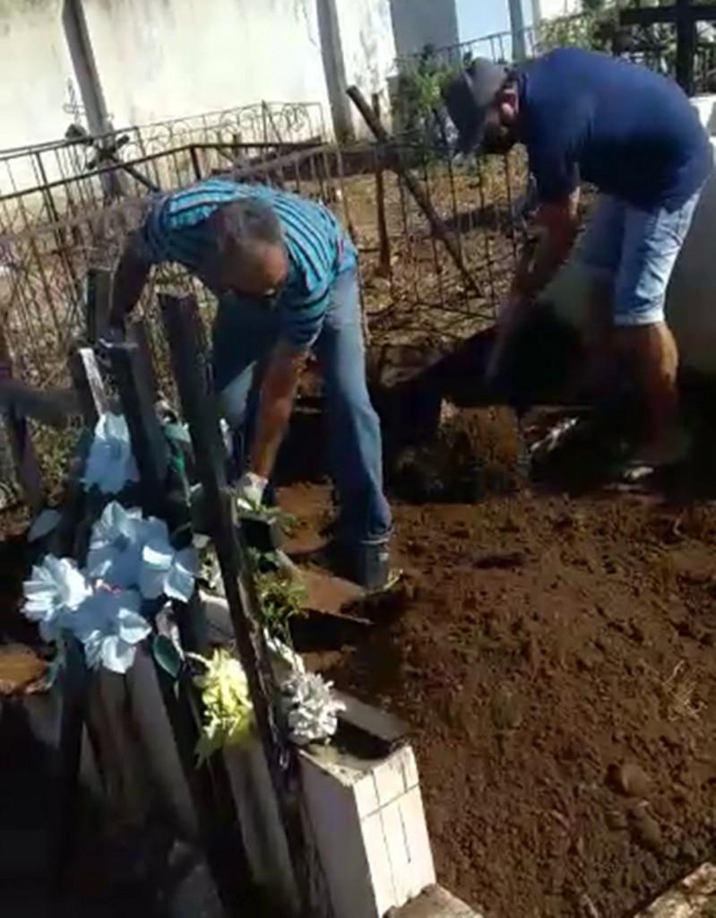 vlcsnap 5668 09 03 15h04m52s975 - Homem que morreu de Covid-19 é enterrado pela família, após faltar coveiro em cemitério na Paraíba