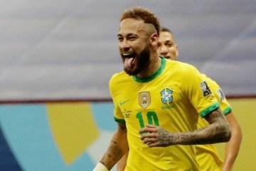 """Neymar recorda dificuldades e chora: """"Passei por muita coisa"""""""
