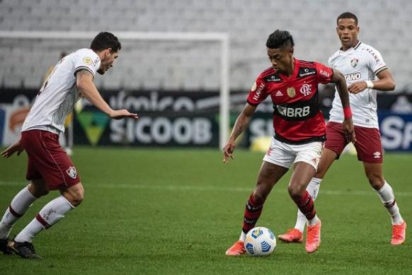 flaflu - Com gol nos acréscimos, Fluminense vence Flamengo em clássico disputado em São Paulo