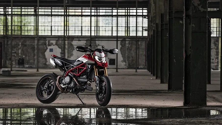 Hypermotard-950-SP-MY19-Torino-08-Gallery-906x510