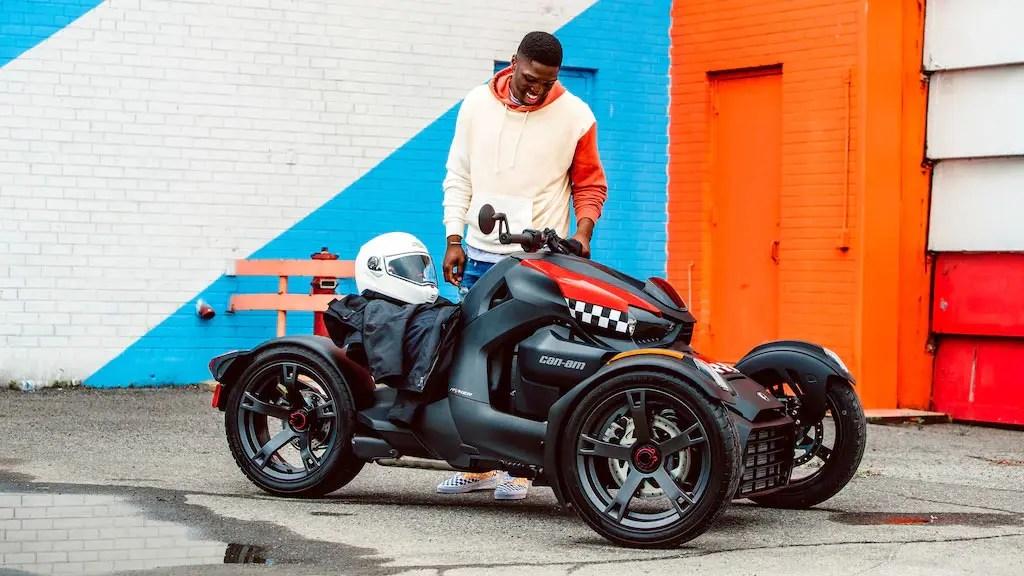 ONRD-RYK-MY20-900-Red-Racer-Lifestyle-PAC-ACC-Cluster-Relocator-Salada-16x9-B42I6890-R2-RGB