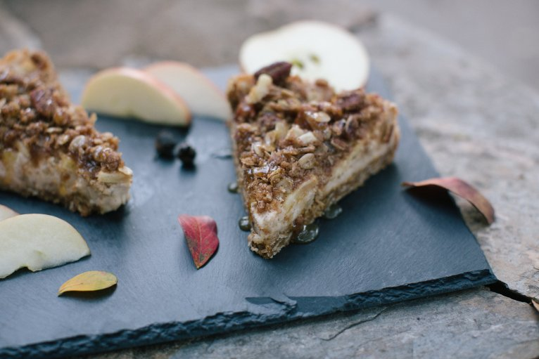 Carmel Apple Crisp Cheesecake // www.polishedclosets.com