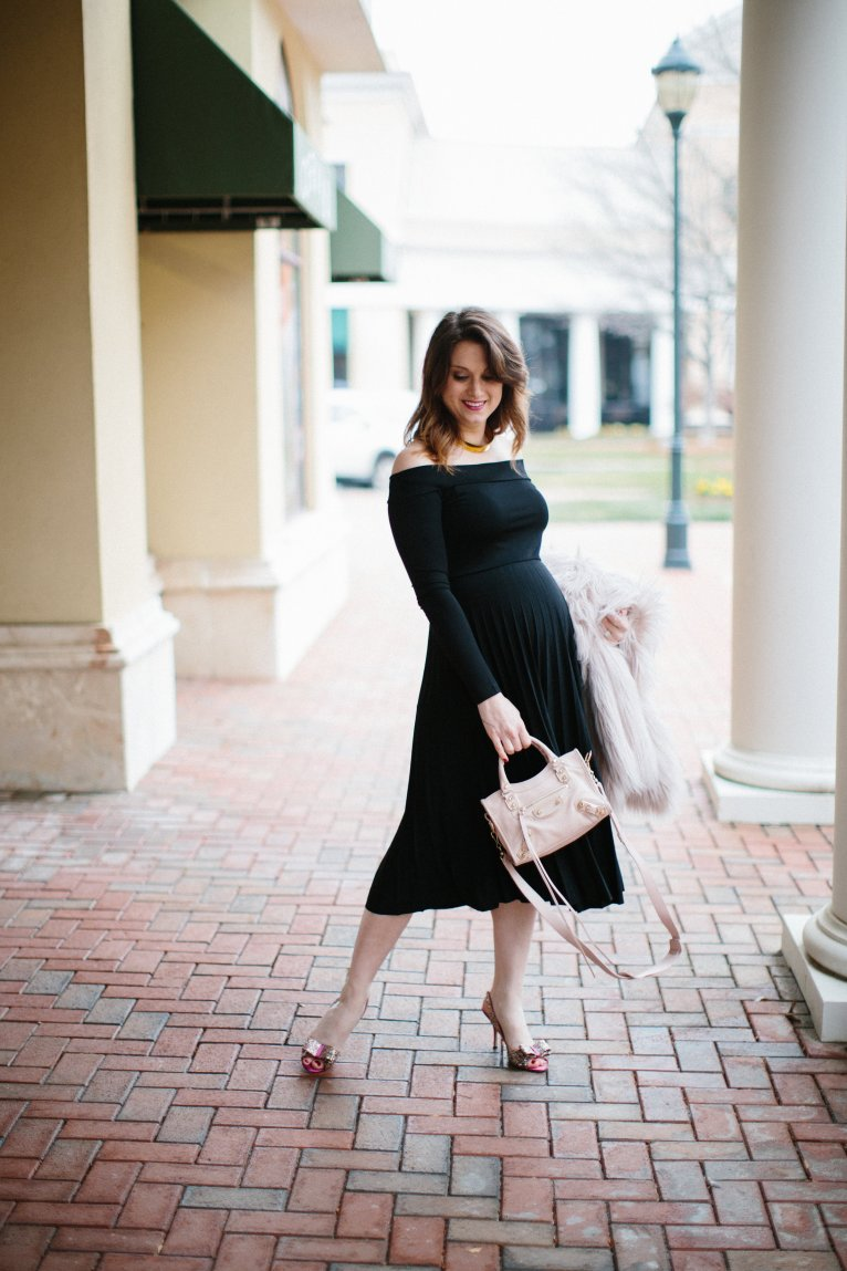 Off the shoulder maternity dress // www.polishedclosets.com