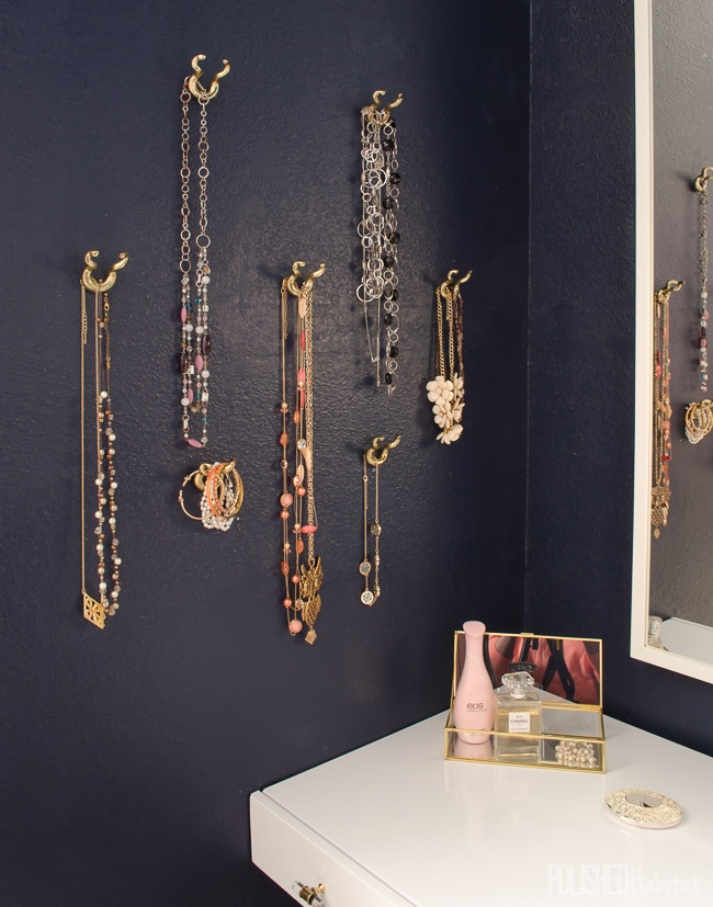 Necklace organization that is stylish & functional! Organized jewelry makes me happy.