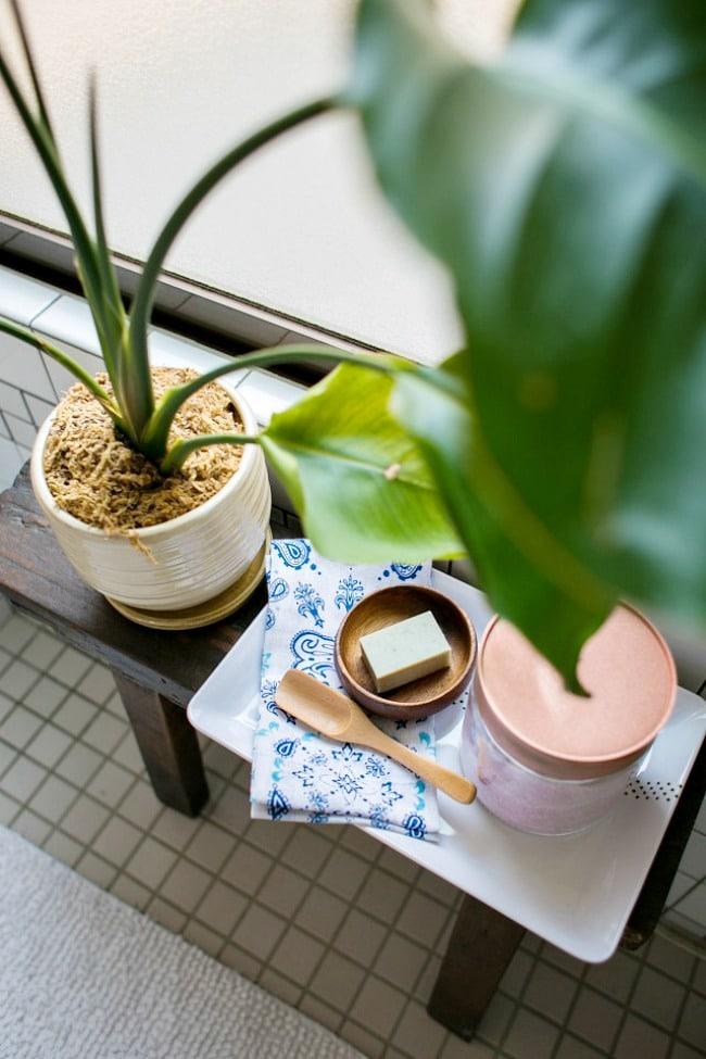 use furniture in a rental bathroom
