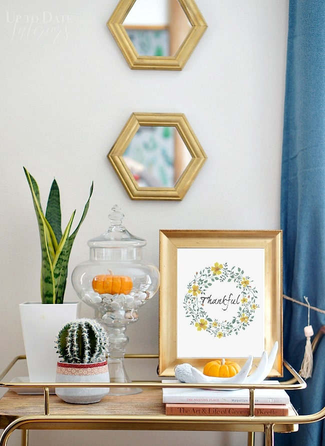 Storage an issue at your house? You can still have cute holiday decor with this simple no-storage needed seasonal decorating idea! It's perfect for rentals too!