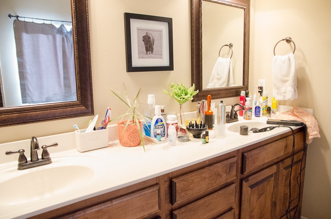 how to organize the bathroom counter