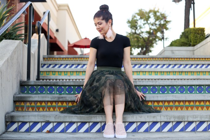 Camo tulle skirt outfit | camouflage | skirtmas | blush pink | polished whimsy blog| everyday style | feminine skirt | feminine outfit | skirt outfit