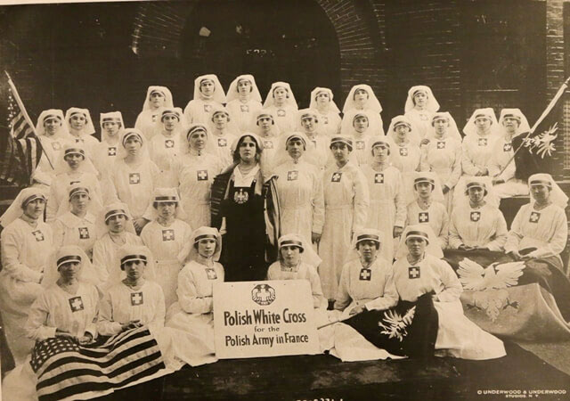 Helena Paderewska with the nurses of The Polish White Cross, 1918