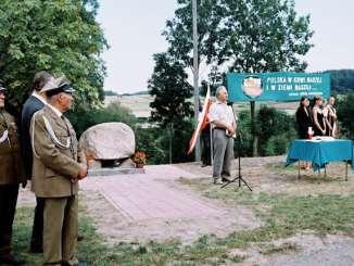 Uroczystość odsłonięcia w dniu 20.08.2006. Pomnika Pamięci Mieszkańcom Nowin Horynieckich wymordowanym przez bandy UPA 18 sierpnia 1944 roku.