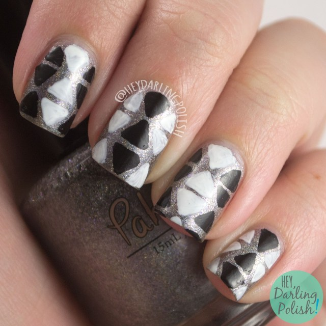 nails, nail art, nail polish, triangles, grey, monochrome, black, white, holographic, pahlish the ghost shift, hey darling polish, the nail challenge collaborative