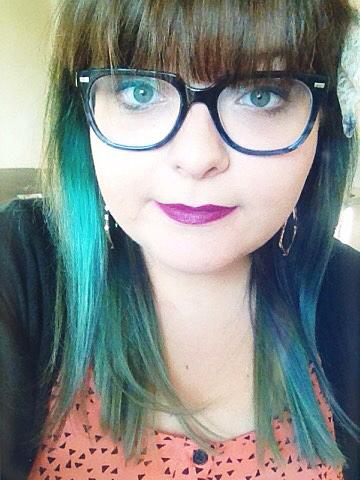 kendra-scott-gold-dangly-earrings-rocksbox-selfie