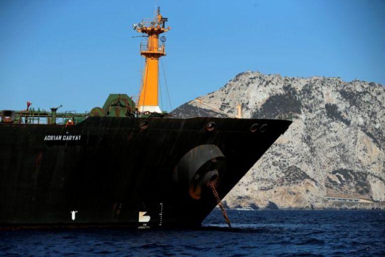 Σε εγρήγορση η Αθήνα για το ιρανικό δεξαμενόπλοιο – Γρίφος η πορεία του