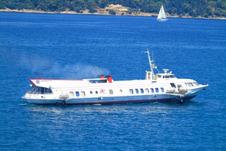 Επιστρέφει στον Πειραιά το «Flying Dolphin 29»