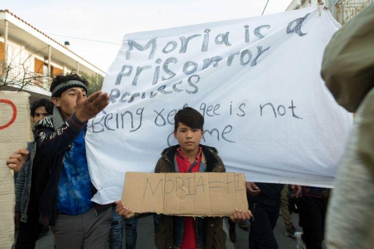Προσφυγικό: Συγκρουσιακό κλίμα για τα κλειστά κέντρα – Αφυπνίζεται επιτέλους η ΕΕ