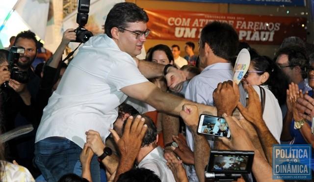 Candidato foi festejado por simpatizantes (Foto: Gustavo Almeida/PoliticaDinamica.com)