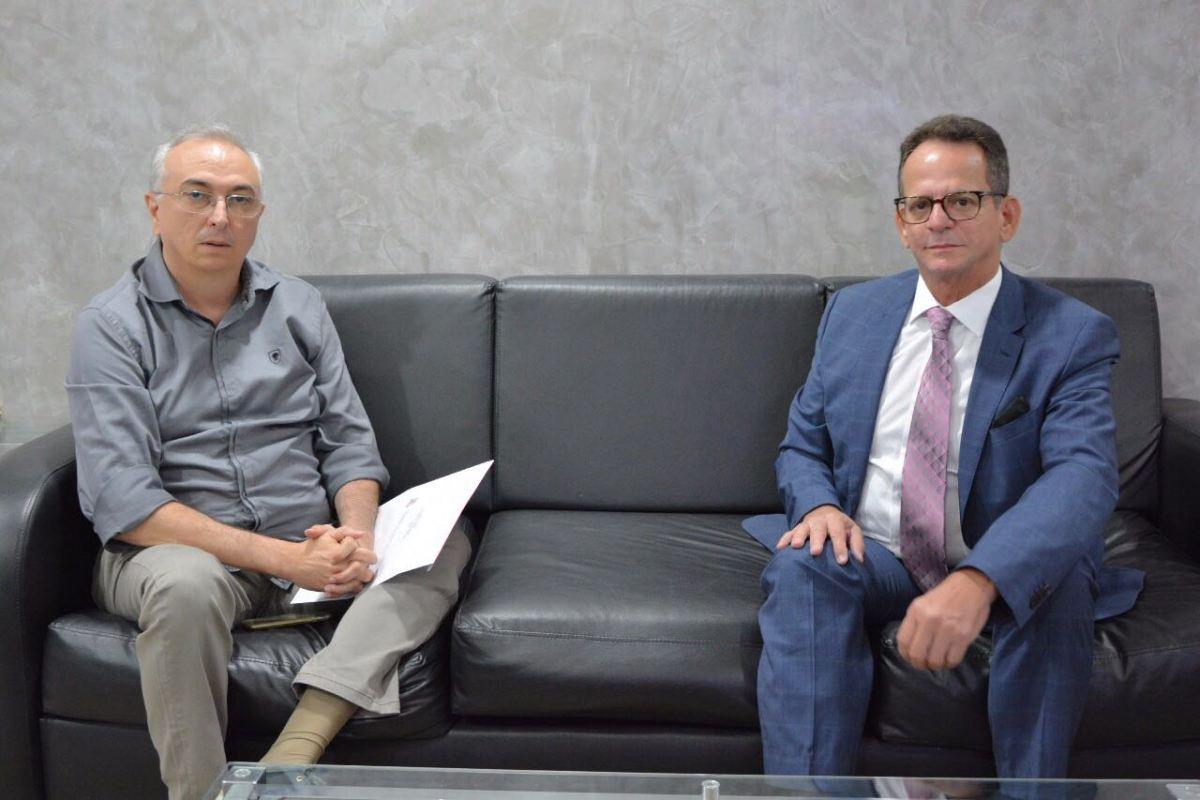 Chefe de gabinete de Ricardo visita Marcos Vinícius