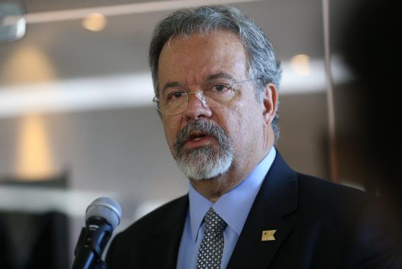 Protestos adiam vinda de ministro da Segurança a Paraíba