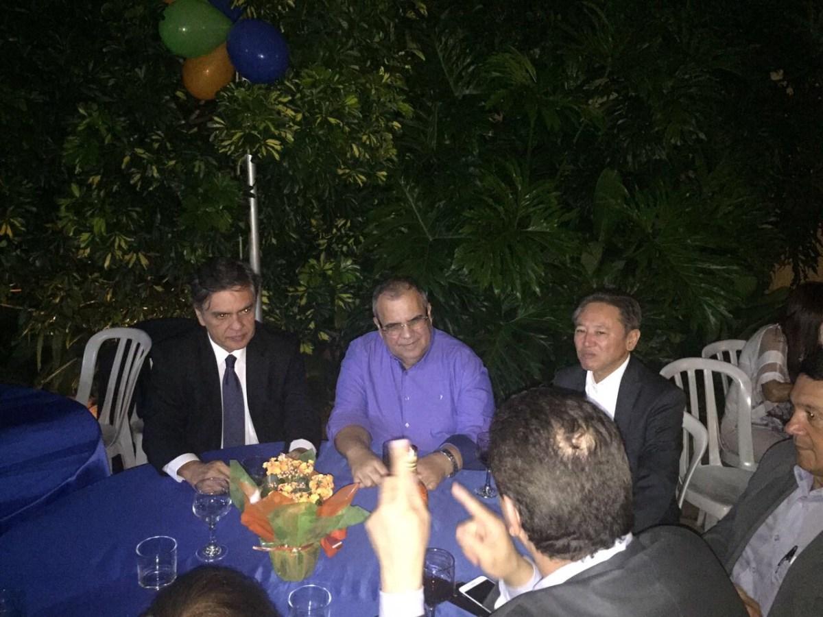 PRESTIGIADO: Ministros, deputados e senadores surpreendem Rômulo com festa em Brasília