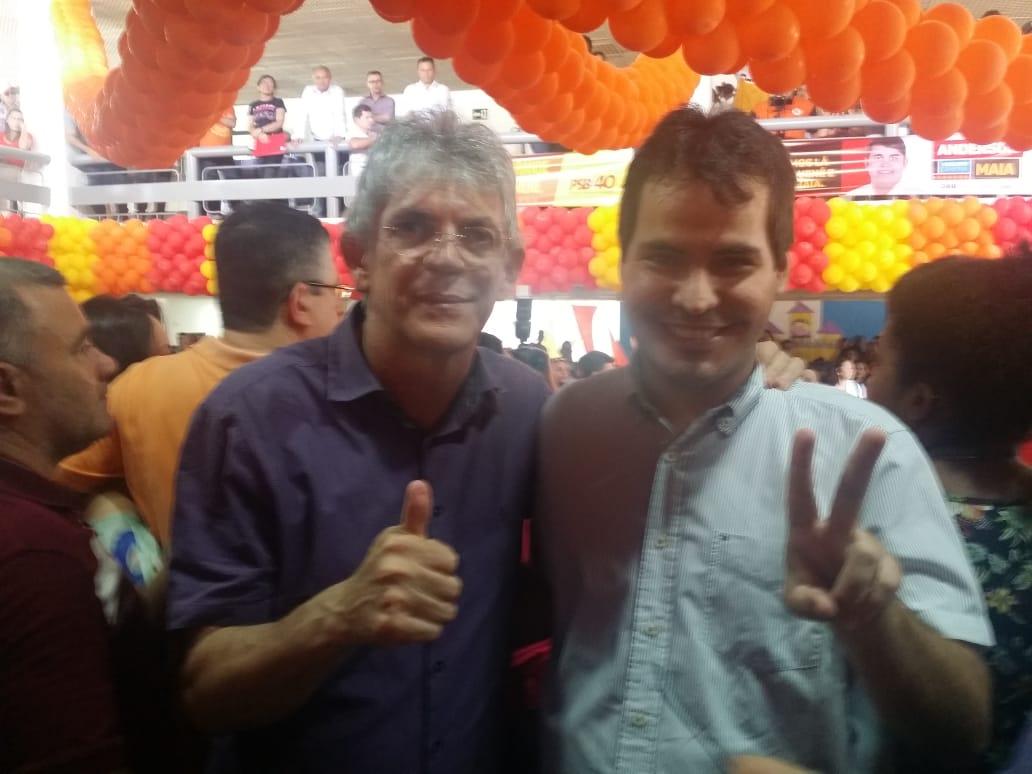 Fabrinni Brito ganha apoios, incentivo de Ricardo e adere a Lula