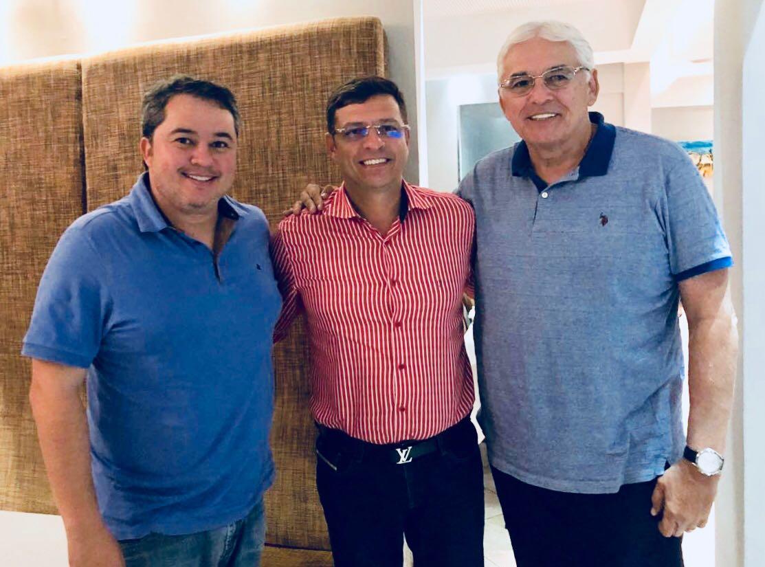Efraim Filho ganha apoio de Vitor Hugo em Cabedelo e cidade vai receber R$ 2 milhões em emendas