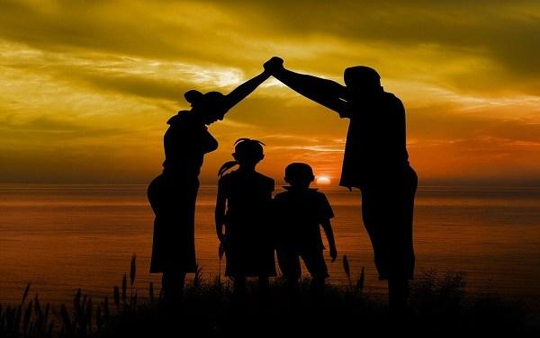 Cattiva politica, green pass e famiglia – di Massimo Molteni