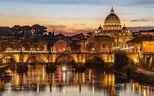 La visione universale che serve a Roma e le strisce blu di Gualtieri