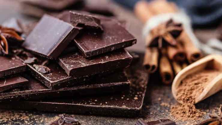 regina-cioccolato-political24
