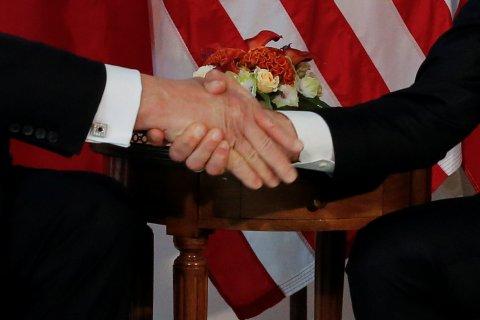 trump-macron-handshake
