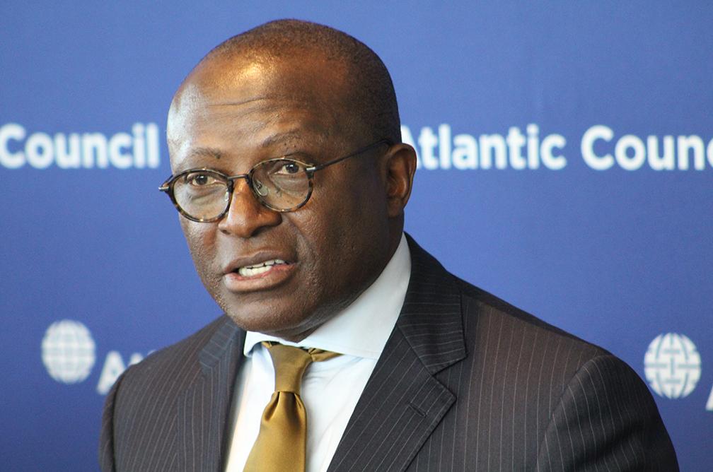Barnabé Kikaya hué lors d'une conférence-débat à Washington