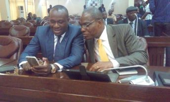 A gauche à droite, les opposants Delly Sesanga et Martin Fayulu