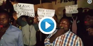 Sifflets, cloches, klaxons: Kinshasa fait du bruit pour réclamer les élections