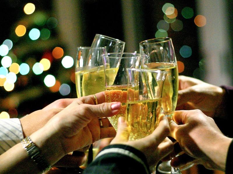 https://i2.wp.com/www.politicspa.com/wp-content/uploads/2013/03/champagne-toast.jpg