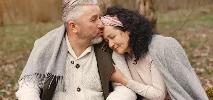 zalety przytulania dojrzała para