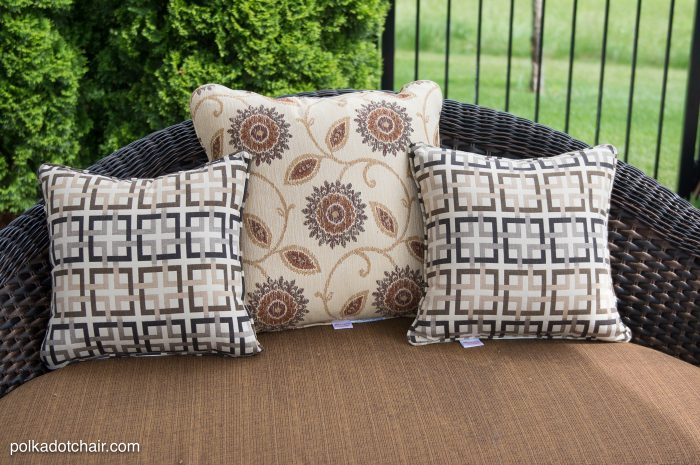 How to recover your old outdoor pillows and cushions. The project includes a sewing pattern and template for the cute anchor pillow!