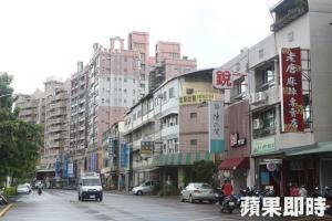 藏富市建案周邊商店多,屬岡山區近年來發展快速聚落