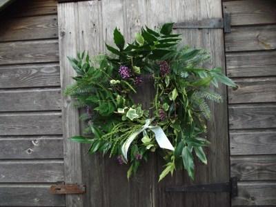 how to make a christmas wreath - mahonia