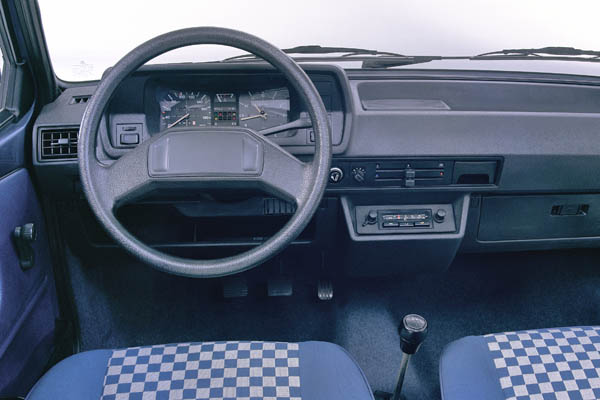 1982 Volkswagen Polo interior