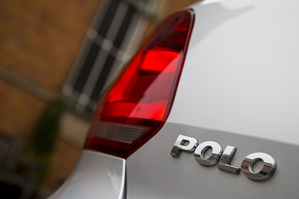 2016 Volkswagen Polo BlueMotion (UK)
