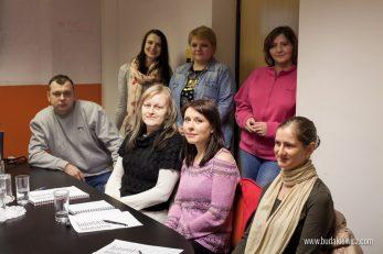 grupa studentów podczas lekcji angielskiego