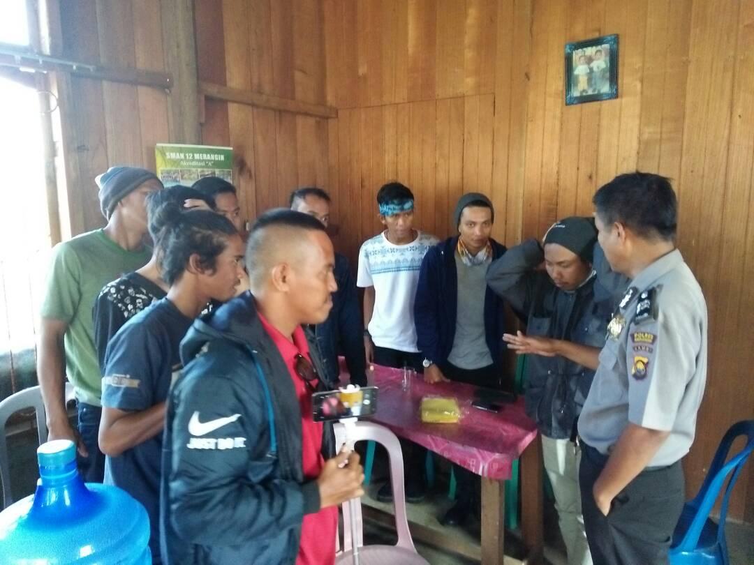 Kanit Binmas Polsek Jangkat Sambangi Kantor Desa