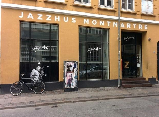 1200px-Jazzhus_Montmartre