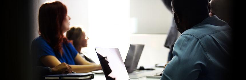 Bei der Einführung von neuen IT-Systemen müssen Unternehmer auf den Datenschutz achten.