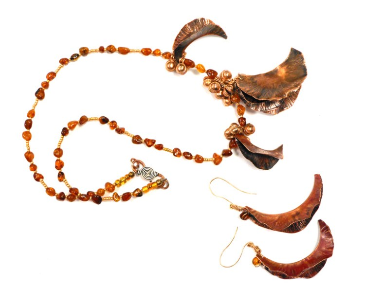 fold formed copper necklace and earrings with amber beads