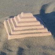 Papercraft imprimible y armable de la pirámide de Djoser. Manualidades a Raudales.