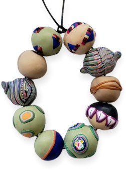 Barbara Baatz brings spontaneity to her beads on PolymerClayDaily.com