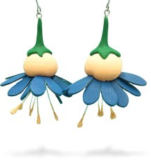 Fee (PickledGingerJewellery) gets ready for AU spring with these blooms on PolymerClayDaily.com