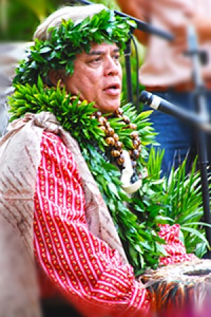 Cy Bridges chanting for the opening of the PCC's new hālau aw'a [canoe house] in 2008. (PCC photo by Mike Foley)